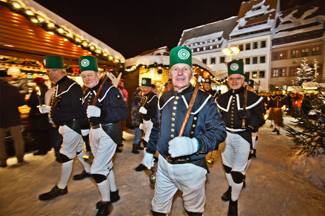 Freiberg Christmas market. Mountain parade in torchlight.  Press photo: freiberg-service.de
